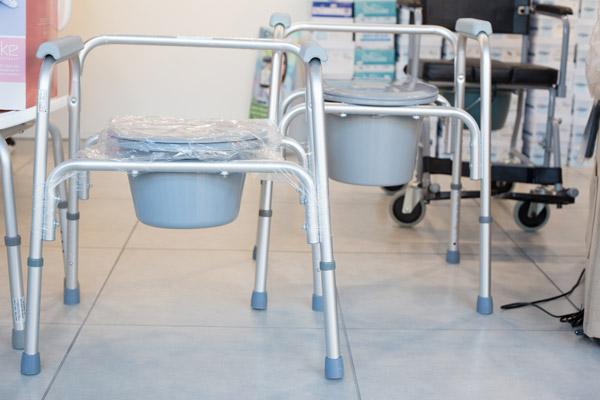Sedia comoda richiudibile con wc ausili sanitaria ortopedia